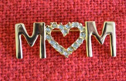 Brooch /Pin  MOM in Bolingbrook, Illinois